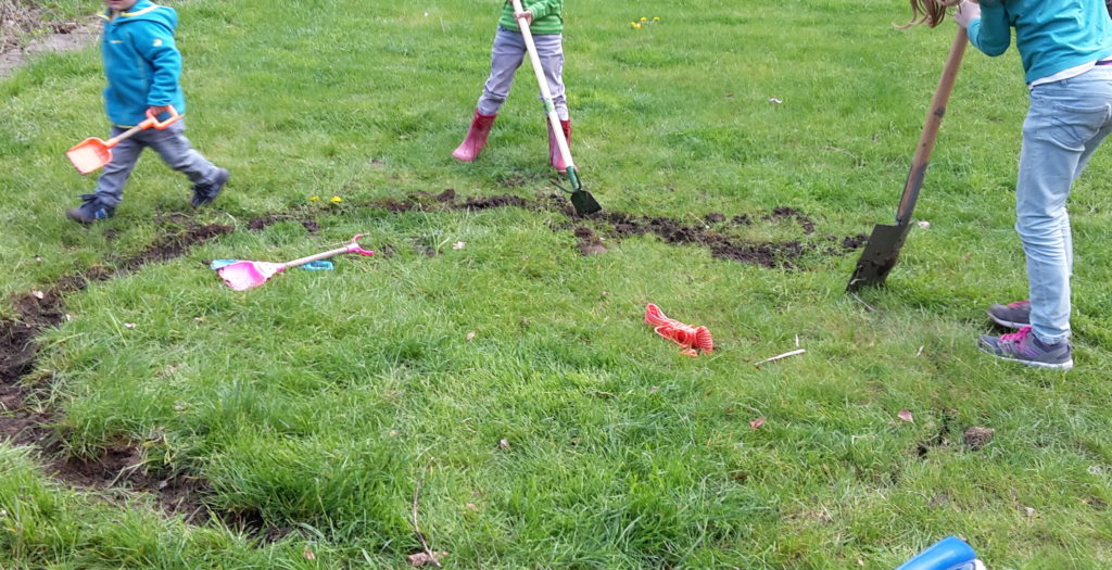 Bohnentipi - einen spatenbreit den Rasen abstechen