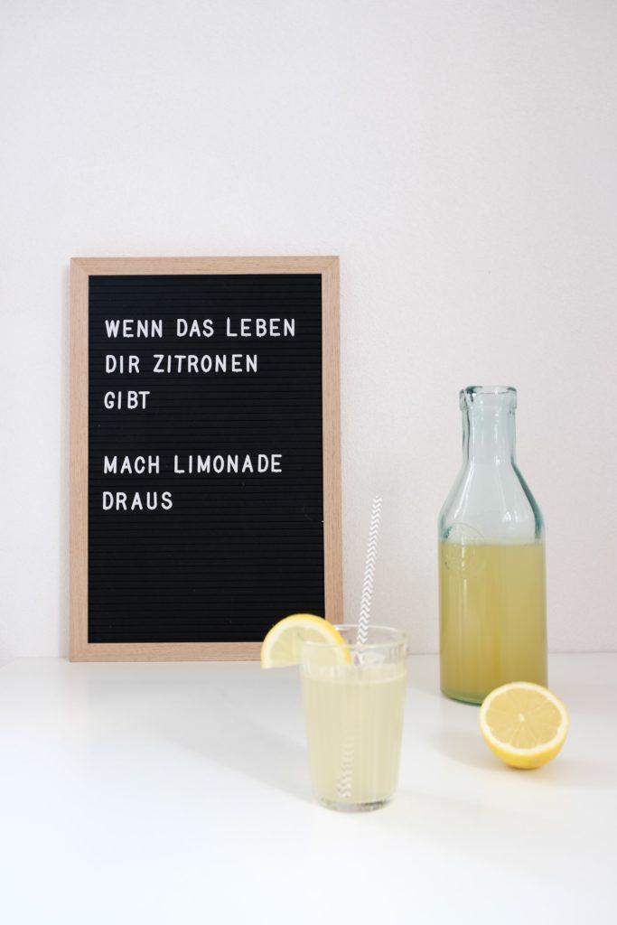 Ein einfaches Rezept für eine schnelle, selbstgemachte Zitronenlimonade